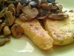 Polenta con champiñones al vino blanco / Polenta with mushrooms and white wine